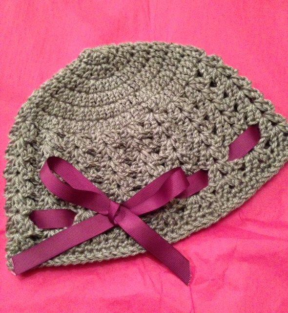 crochet-grey-beanie-ribbon