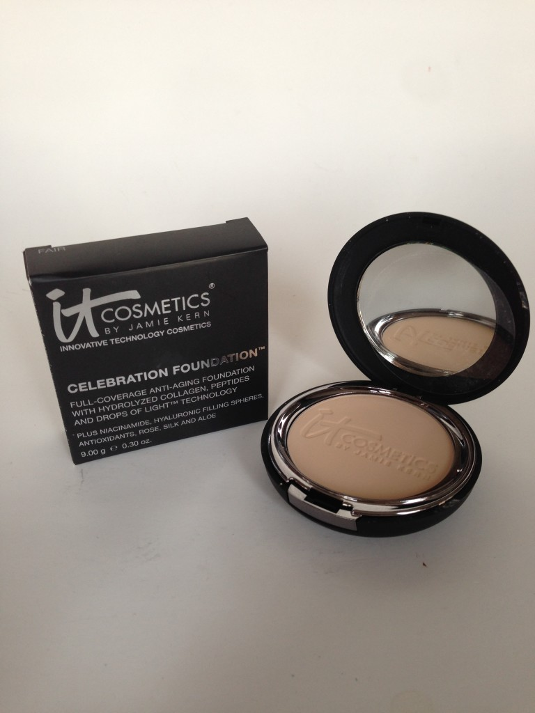 IT Cosmetics Celebration Foundation, shade Fair compact and box