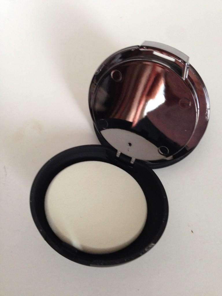 IT Cosmetics Celebration Foundation sponge applicator and mirror