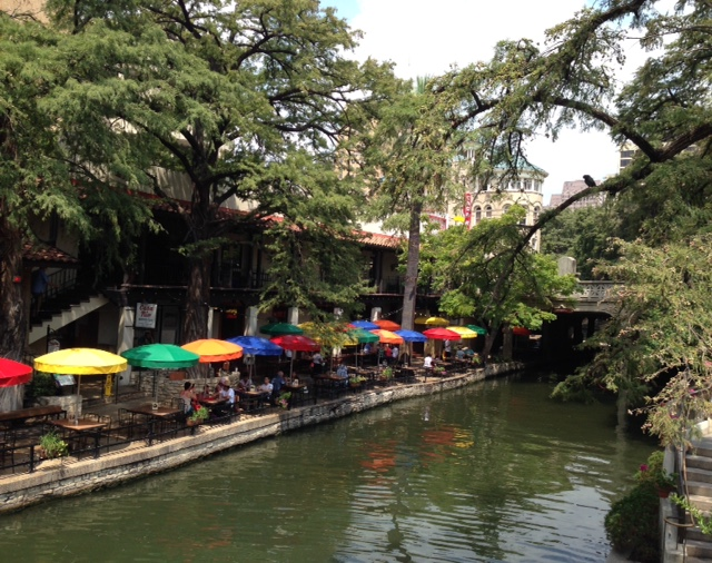 the Riverwalk San Antonio, neversaydiebeauty.com @redAllison