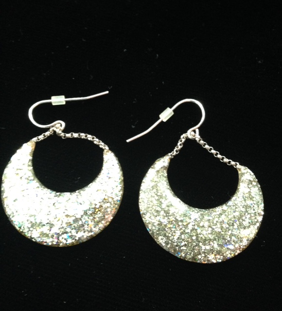sparkly silver lucite earrings neversaydiebeauty.com @redAllison