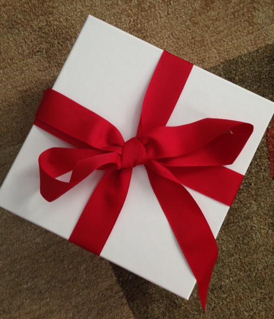 gift box neversaydiebeauty.com