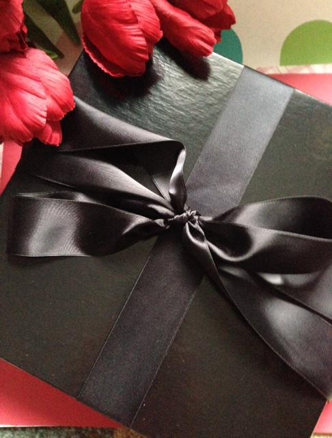 PUR Cosmetics gift box neversaydiebeauty.com @redAllison