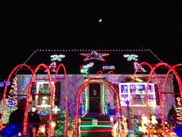 house decorated for Christmas Danvers MA neversaydiebeauty.com @redAllison