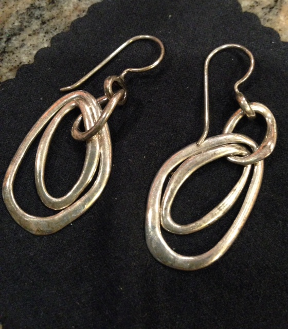 partially cleaned silver earrings neversaydiebeauty.com