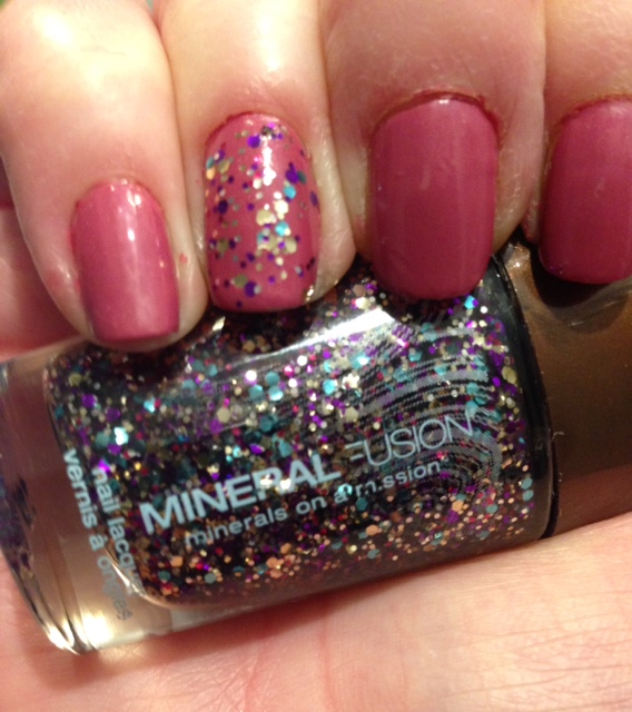 my nail wearing the glitter topper, Confetti, a Mineral Fusion Nail Lacquer topper neversaydiebeauty.com @redAllison