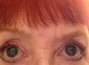 my lashes wearing IT Cosmetics Superhero Mascara neversaydiebeauty.com
