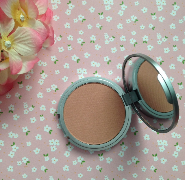 theBalm Cindy Lou Manizer Highlighter open compact to show the peachy, coppery shade neversaydiebeauty.com @redAllison