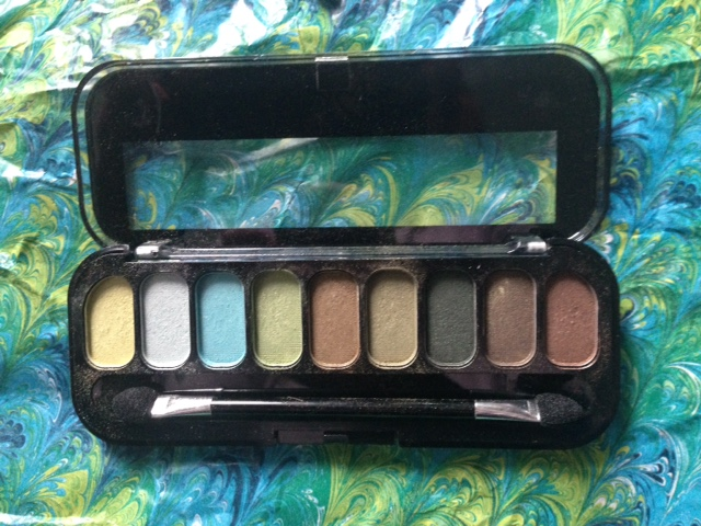 "Jesse's Girl ""The Eyes Have It"" eyeshadow palette with green eyeshadows neversaydiebeauty.com @redAllison"