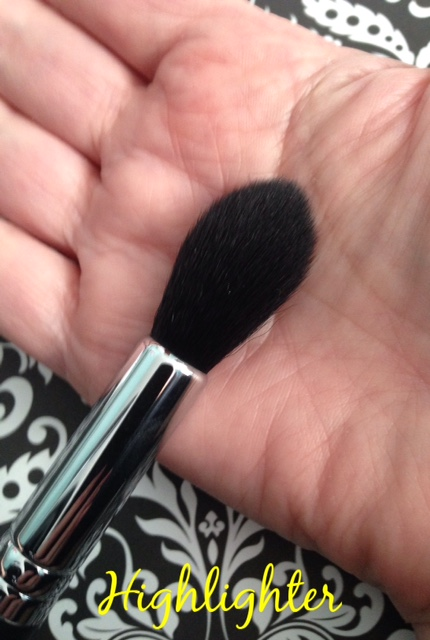Beauty Junkees Highlighter brush neversaydiebeauty.com @redAllison