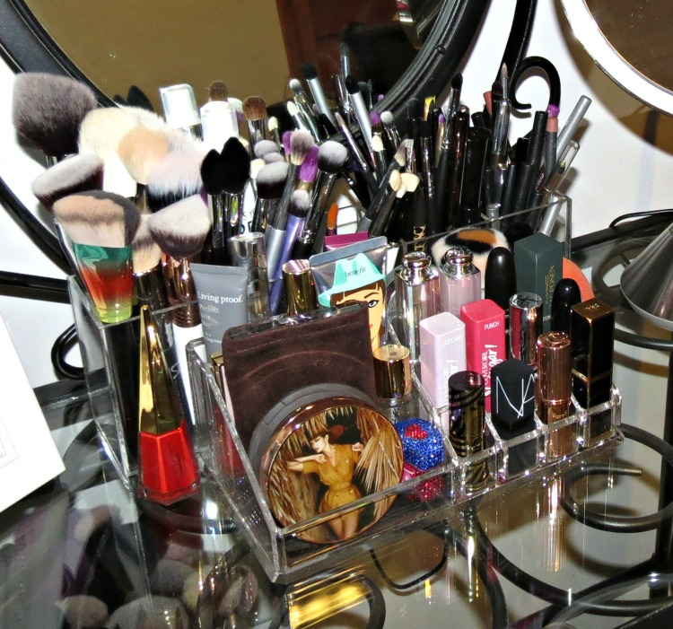 beauty storage tips from Brooke at BlushingNoir.com
