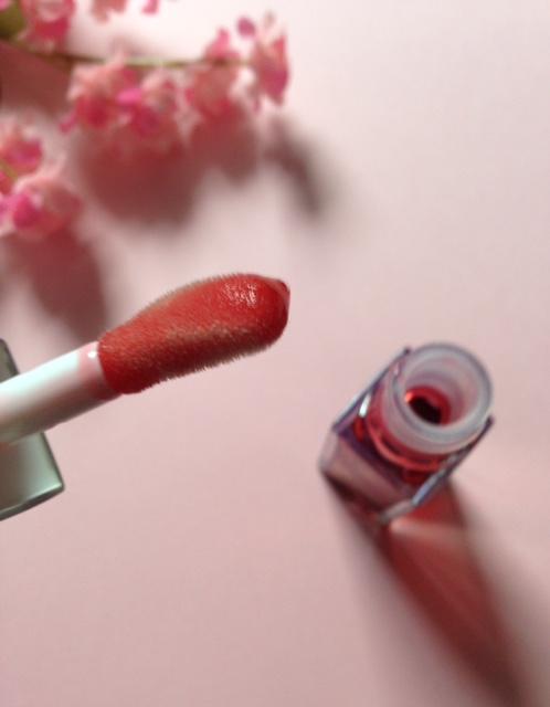 Clarins Instant Light Lip Oil applicator, a fat wand neversaydiebeauty.com