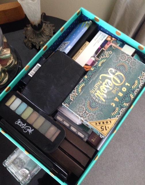 storage box for eyeshadow palettes neversaydiebeauty.com
