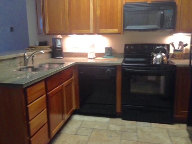 full kitchen, Junipine Resort Sedona AZ neversaydiebeauty.com