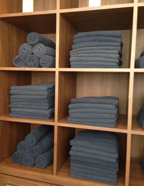 towels in Bella Sante Spa Boston locker room neversaydiebeauty.com @redAllison