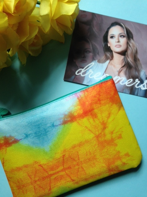 ipsy bag Dreamers April 2016 makeup bag and theme card neversaydiebeauty.com @redAllison