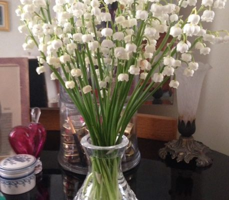 white lilies of the valley in a vase neversaydiebeauty.com @redAllison