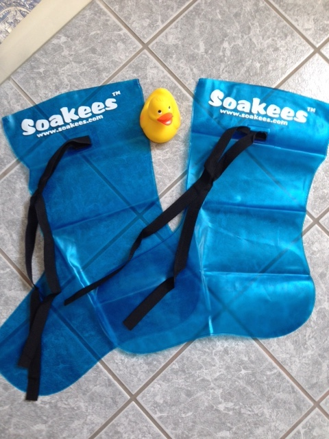 Soakees Slip-On and Tie Foot Bath neversaydiebeauty.com