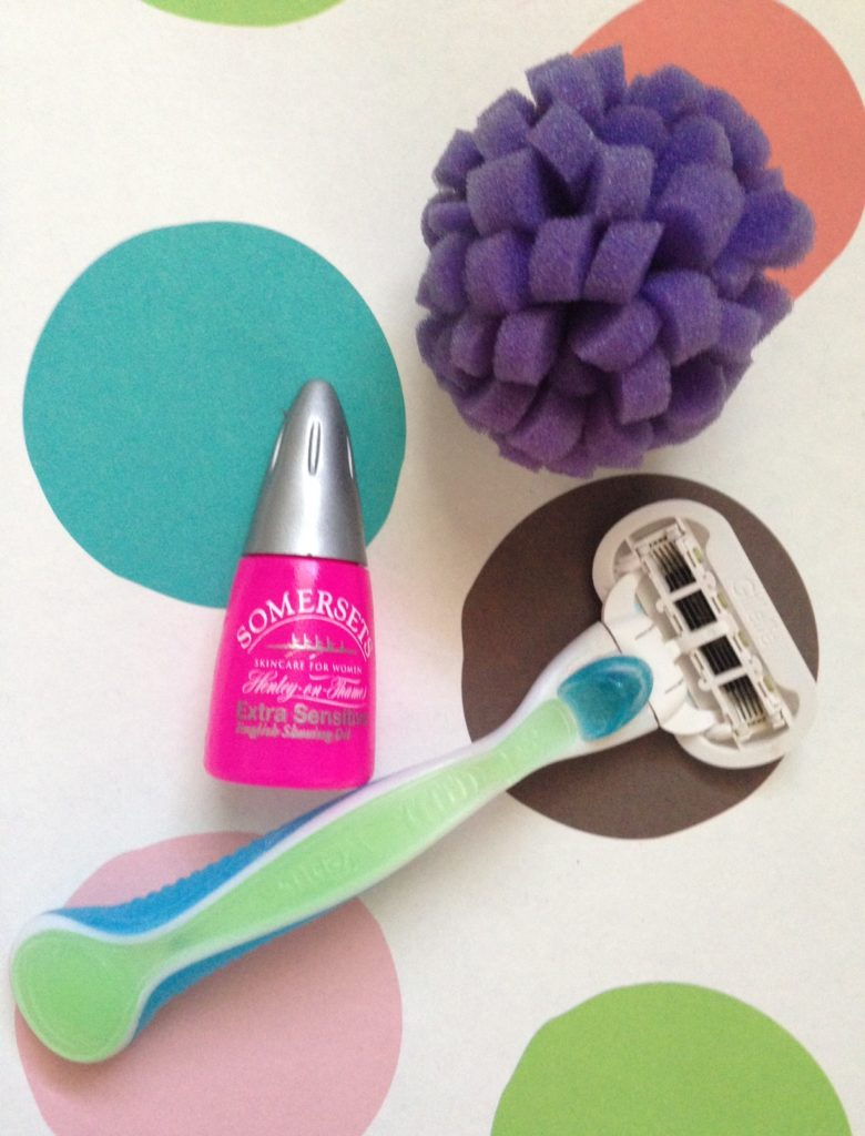 Somersets English Shaving Oil for Legs & Underarms with razor and viabuff skin puff neversaydiebeauty.com