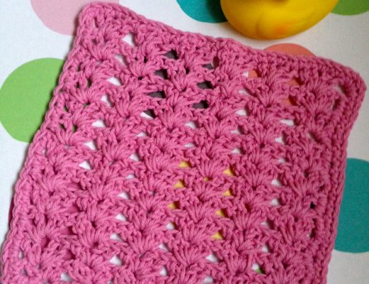rose pink cotton crocheted shell stitch washcloth neversaydiebeauty.com