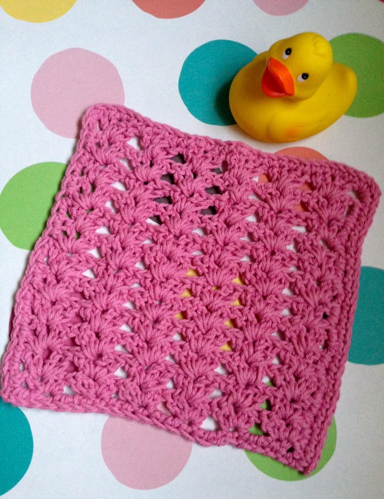 hot pink cotton crocheted shell stitch washcloth neversaydiebeauty.com