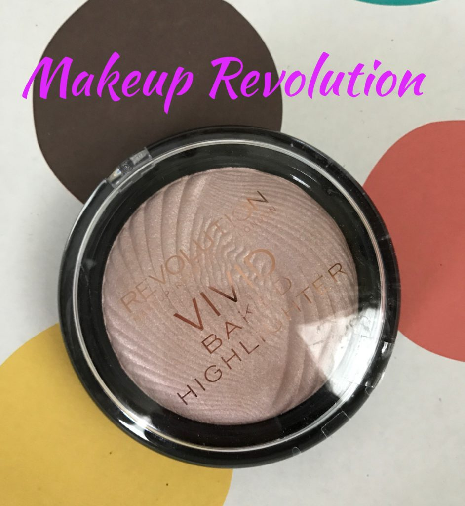 Makeup Revolution Highlighter compact neversaydiebeauty.com