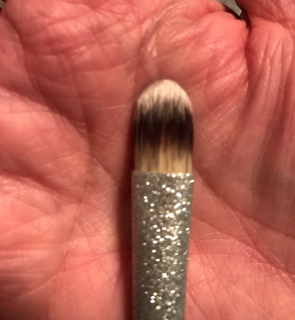 concealer brush IT Cosmetics All That Glitters set, neversaydiebeauty.com
