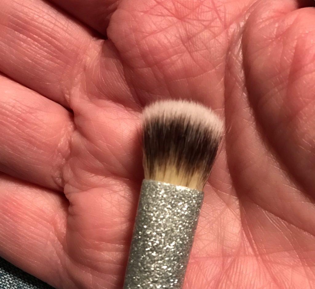 eyeshadow brush IT Cosmetics All That Glitters set, neversaydiebeauty.com