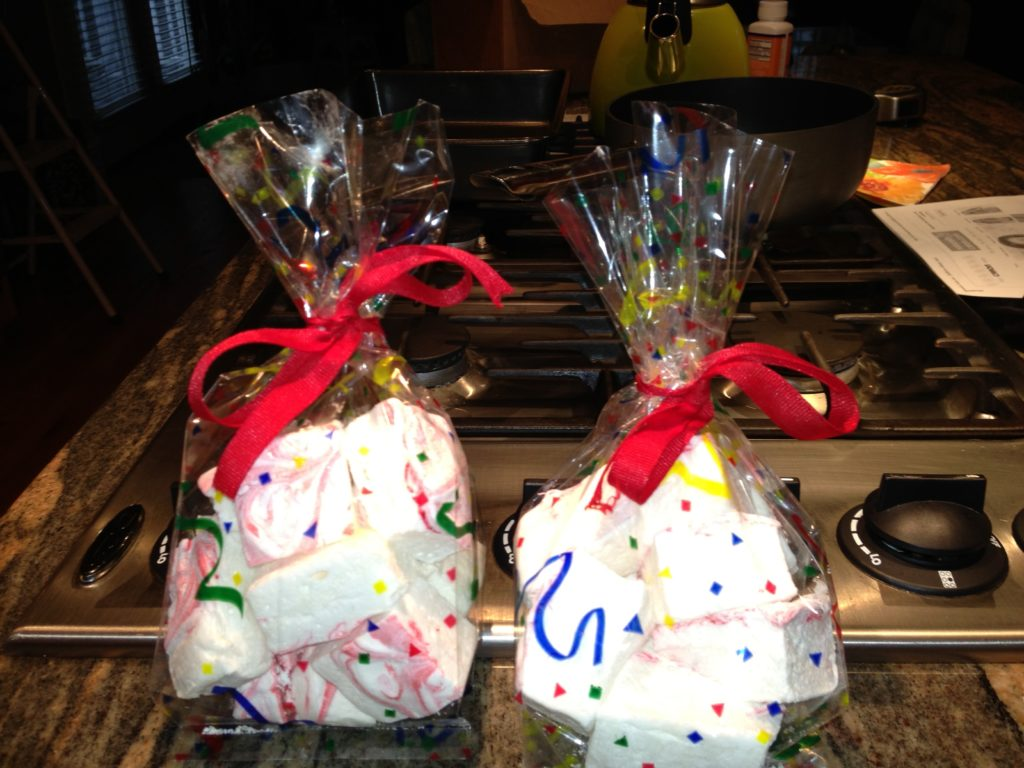 homemade marshmallows in gift bags, neversaydiebeauty.com