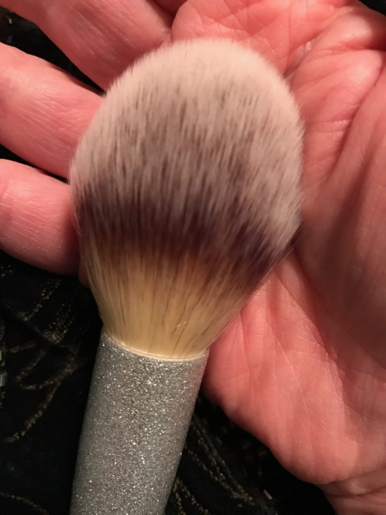 powder brush from IT Cosmetics for Ulta All That Glitters brush set, neversaydiebeauty.com