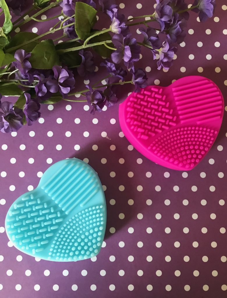heart-shaped makeup brush cleaning pads from rosegal.com, neversaydiebeauty.com