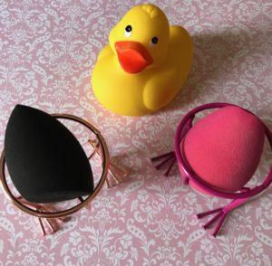 holders for wet blending sponges from rosegal.com, neversaydiebeauty.com
