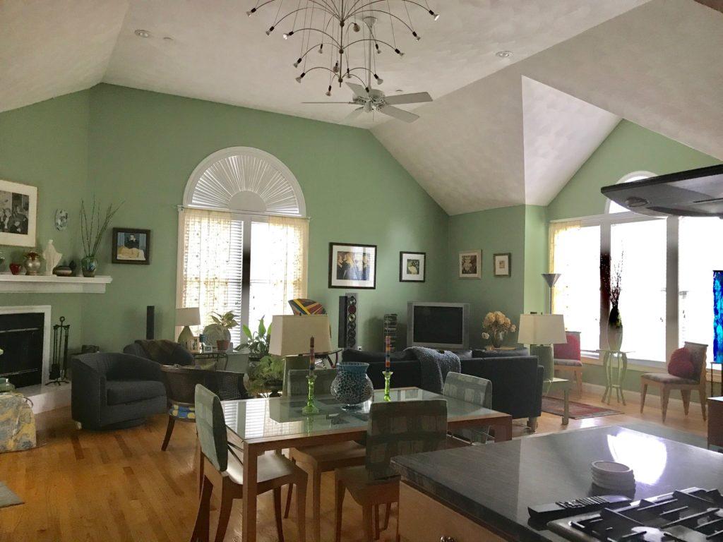 great room, neversaydiebeauty.com