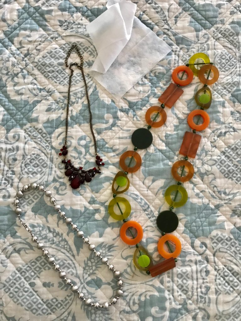 fashion-necklaces-Connoisseurs-moist-wipe