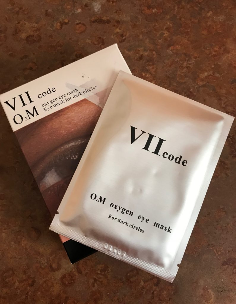 VII code I2M Oxygen Eye Mask box and silver tone packet containing the eye gels, neversaydiebeauty.com